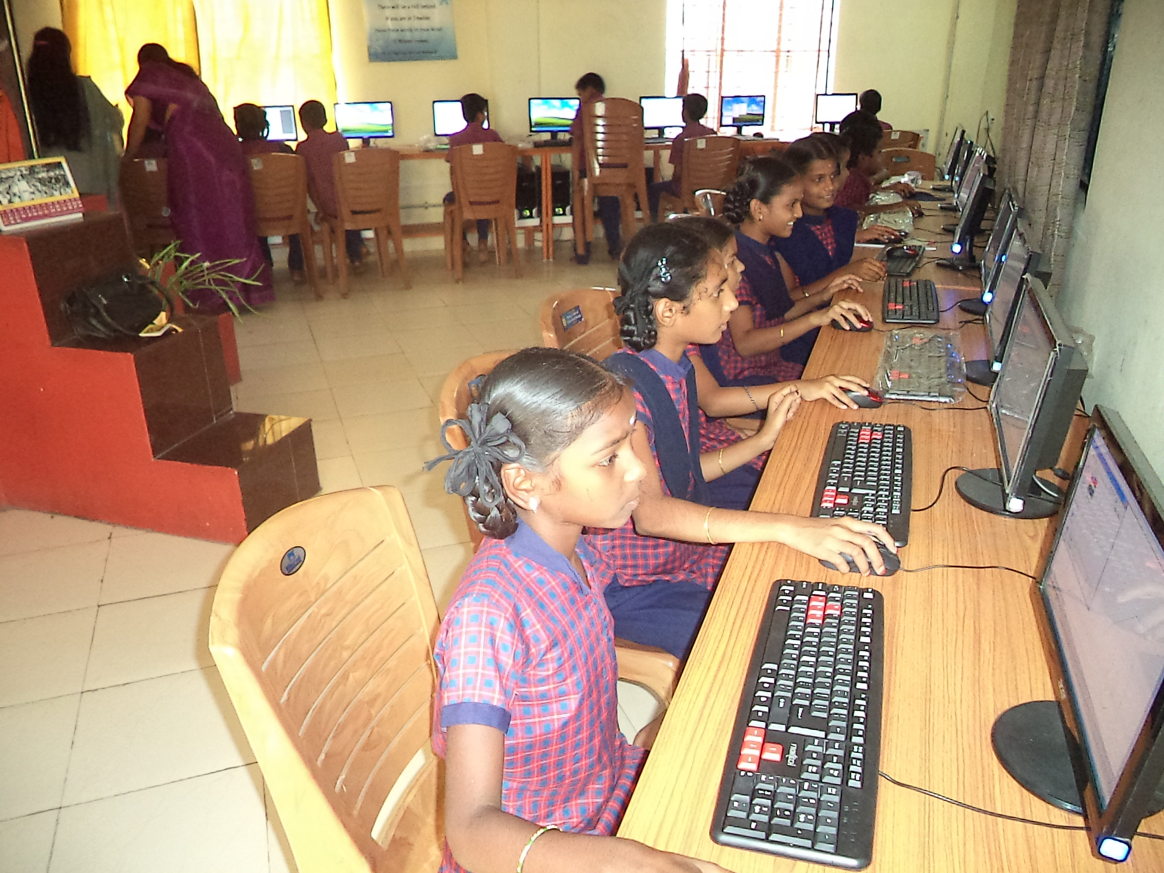 Children in the computer lab on their first session